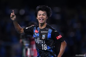 """Kawasaki Frontale set a new J1 record with 10 consecutive victories by defeating second place Cerezo Osaka. Yokohama F.Marinos prevailed in the """"family affair"""" against Shimizu S-Pulse."""