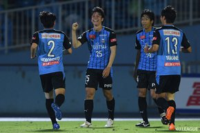 Kawasaki Frontale defeat Yokohama FC and reach 50 points. FC Tokyo prevail in crucial match.