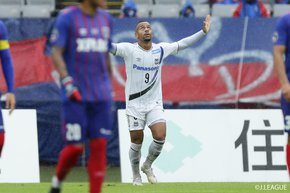 Gamba Osaka win crucial match against FC Tokyo. Unbeatable Kawasaki Frontale grabs nine consecutive win.