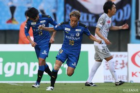 Kawasaki Frontale's third title on hold as Oita Trinita relish, while Gamba Osaka poised for a big turn after the weekend triumph