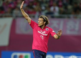 Forlan announces international retirement