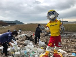 J.LEAGUE clubs lend helping hand in their communities through hometown activities